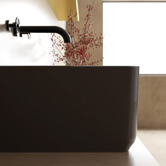 Reversible farmhouse sink made in solid casting. In the picture the glossy black version