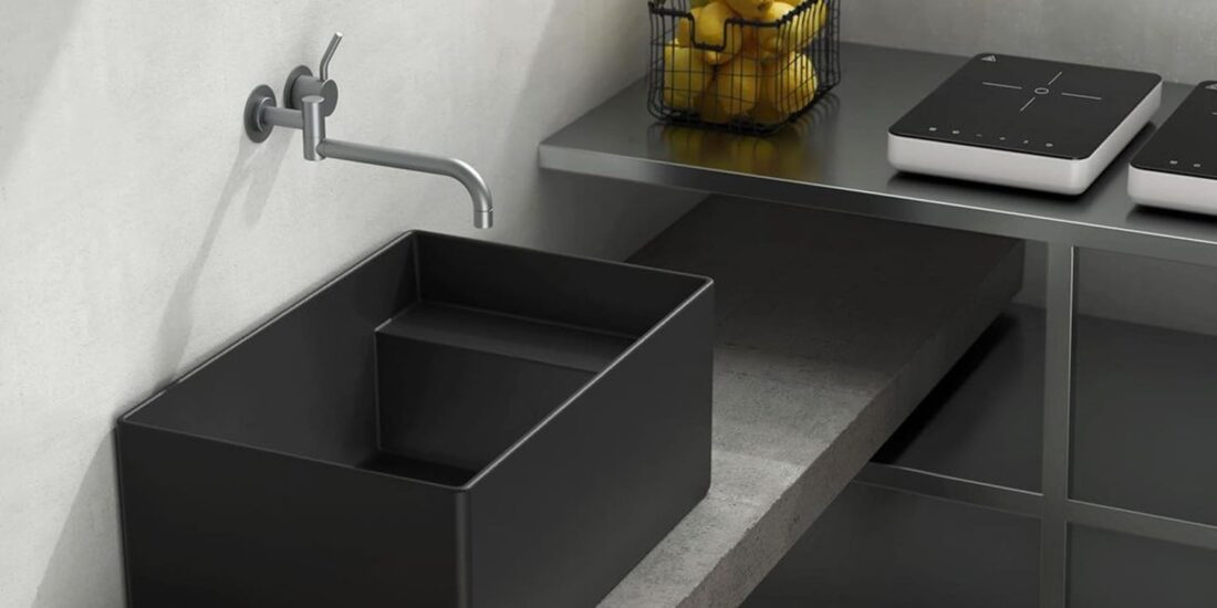 Focus around Meg11: one sink for multiple uses. Outdoor