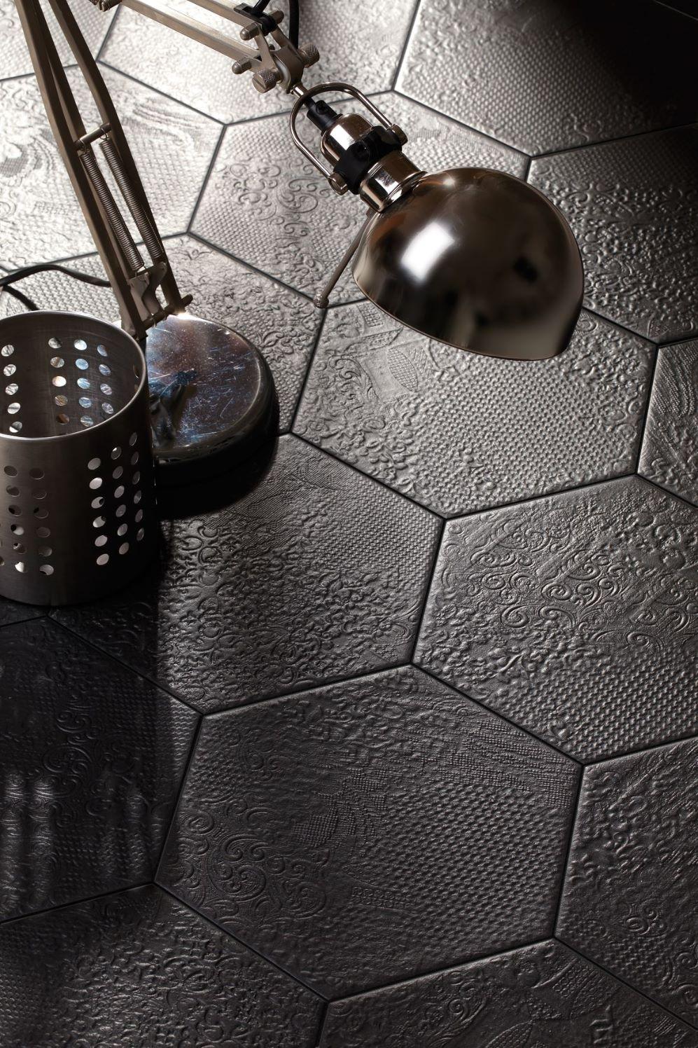 Milano Black Hexagon 25x22-0